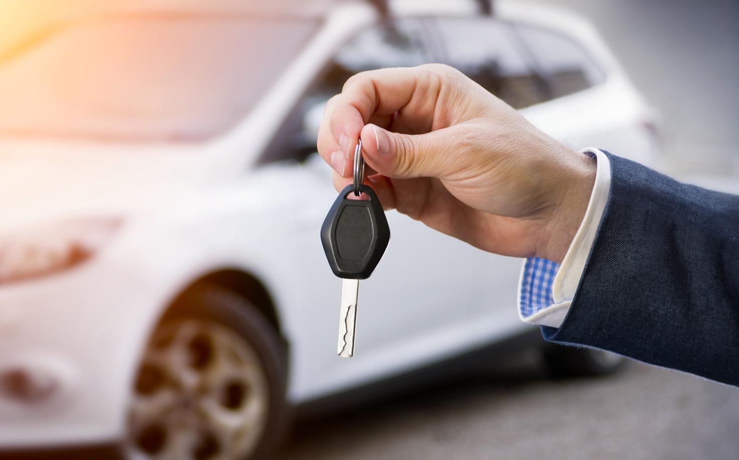Cum poti economisi timp si bani apeland la serviciile unei companii de inchirieri auto