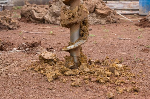 Forajul uscat cu ciocan de fund, pentru alimentarea eficienta cu apa a spatiului gospodaresc